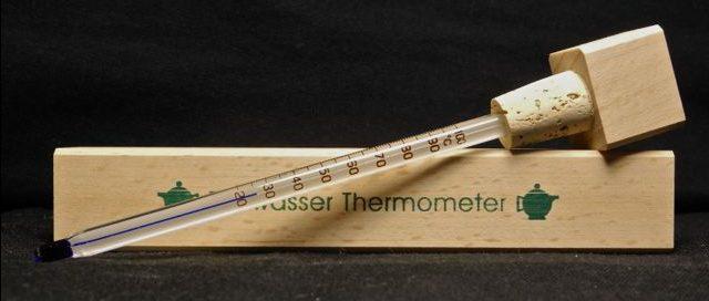 Il termometro per il tè è uno strumento utile per preparare il tè