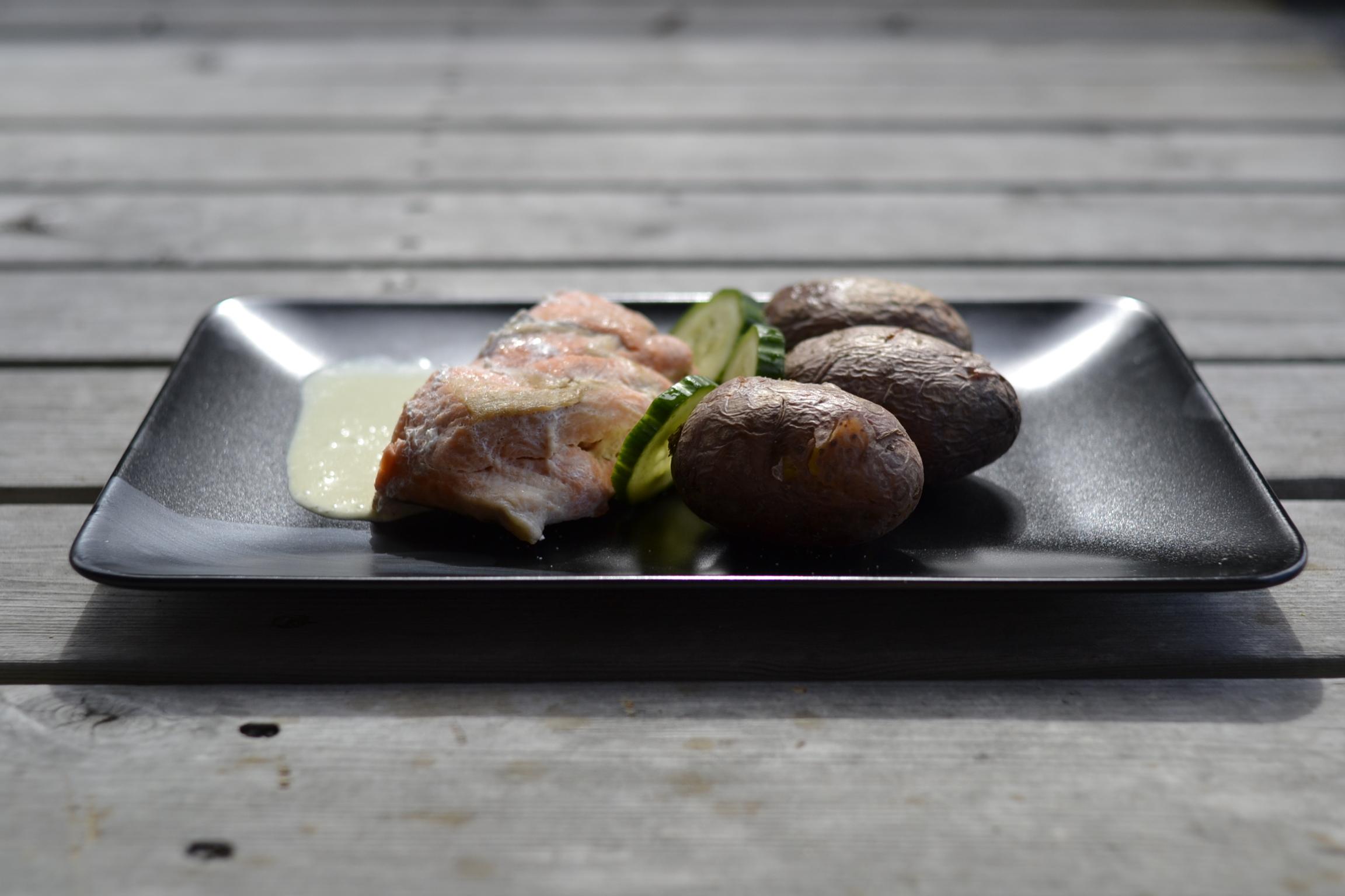 salmone norvegese con salsa verde al tè matcha