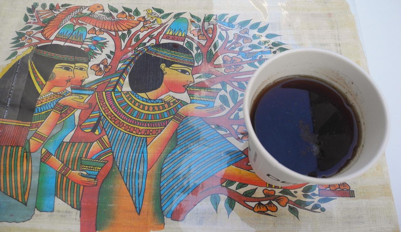 Bere un tè al padiglione Egitto in Expo