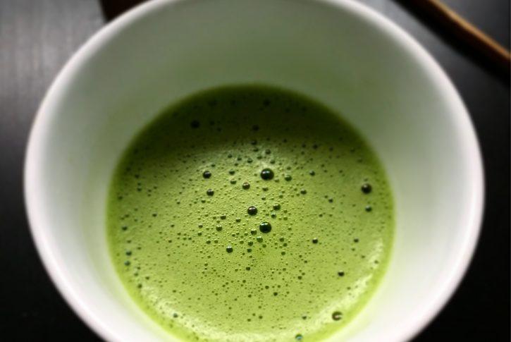 Il professor Bonucci ci spiega i benefici del tè verde e le sue controindicazioni