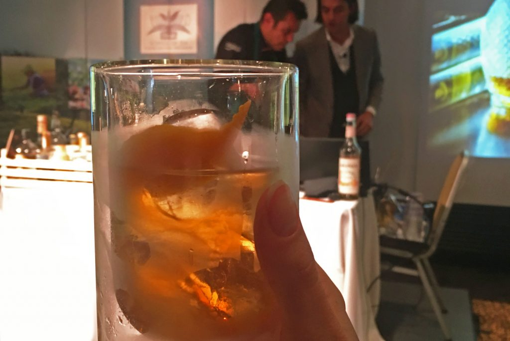 Robert Schinkel ha creato il Negroni Tea, un fresco cocktail al tè
