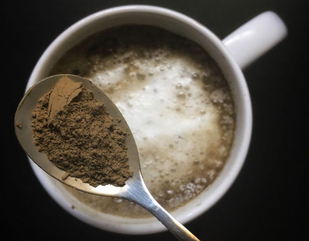 La ricetta dell'Hojicha Latte, il cappuccino al tè