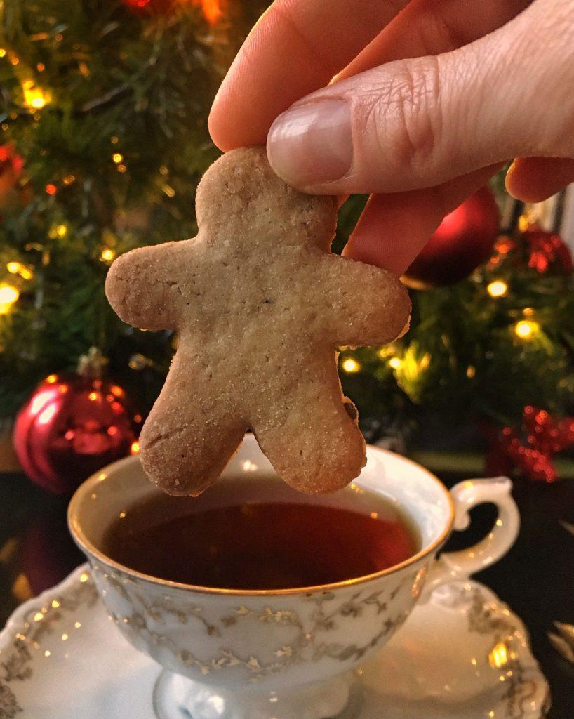 Scopri la ricetta dei biscotti di Natale al tè