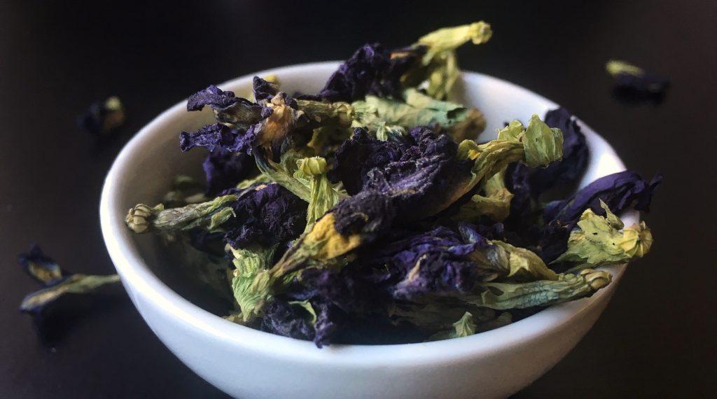 I fiori della pianta Buttefly Pea vengono usati per preparare una speciale tisana