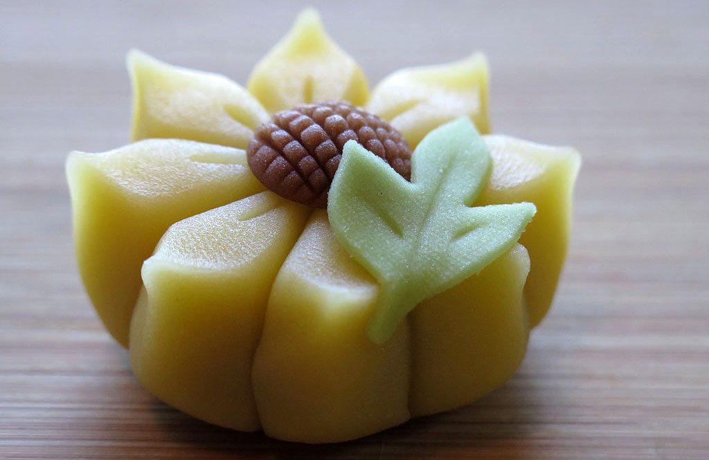 La pasticceria giapponese tradizionale si chiama wagashi e viene offerta con la cerimonia del tè
