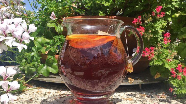 Che cos'è il Sun Tea, il tè freddo discusso negli Stati Uniti