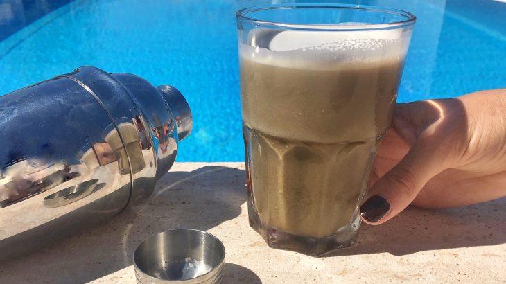 La ricetta dell'hojicha latte freddo a basso contenuto di teina