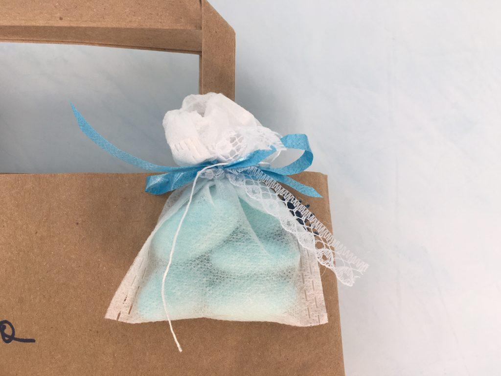 Idee per la bomboniera e i confetti di una battesimo a tema tè