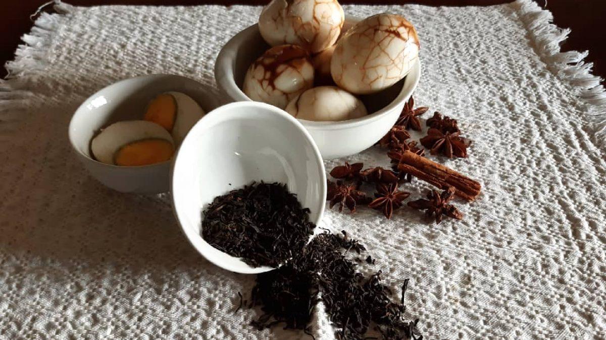 Scopri la ricetta delle uova del tè e i consigli su quale tè scegliere