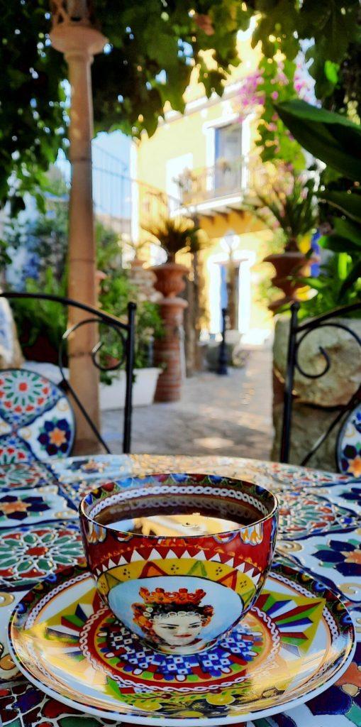 Borgo Parrini è un angolo incantato in Sicilia, un luogo perfetto per bere una tazza di tè